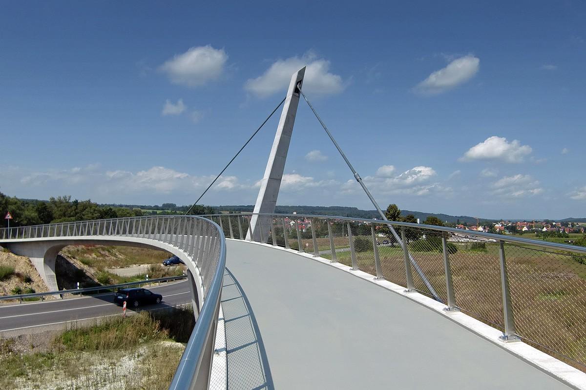 Fuß- und Radwegbrücke